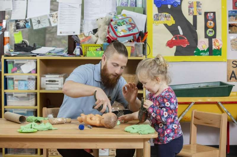 UK early years sector needs new strategy to recruit and support male staff, says study
