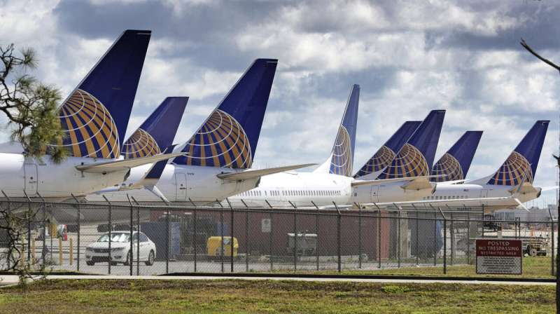 United plans more Florida flights, but virus gets final say
