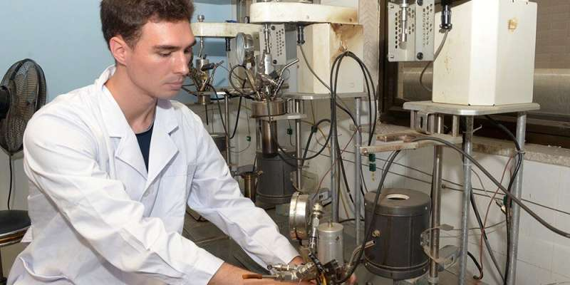 Valorizing wastewater can improve commercial viability of biomass oil production