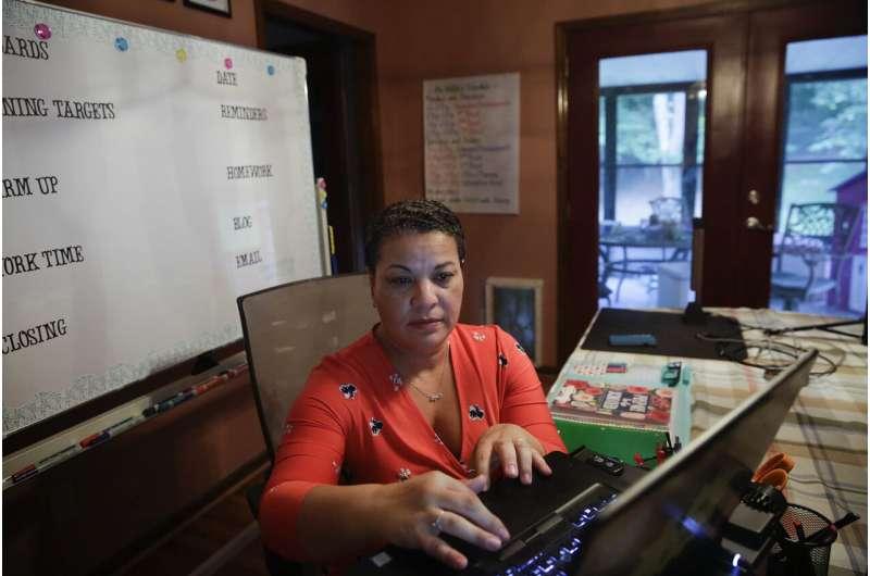 Virtual school: Teachers want to improve but training varies