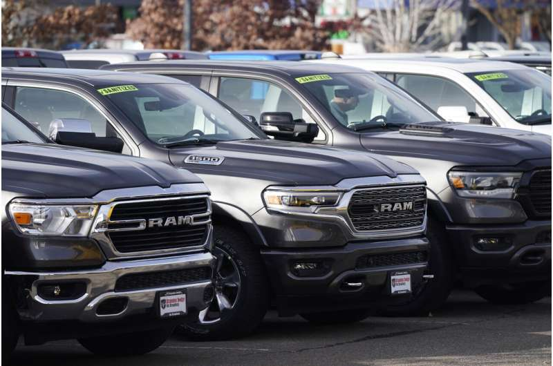 For first time in 5 years, US gas mileage down, emissions up