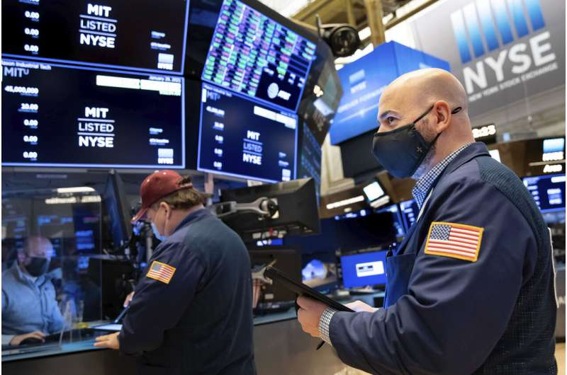 GameStop kembali melambung; Wall Street membungkuk di bawah tekanan