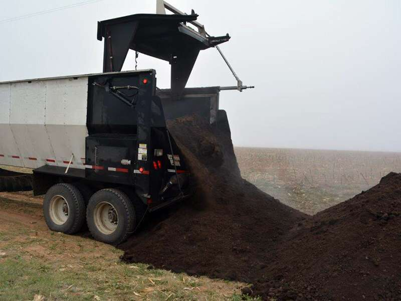 Manure improves soil and microbe community