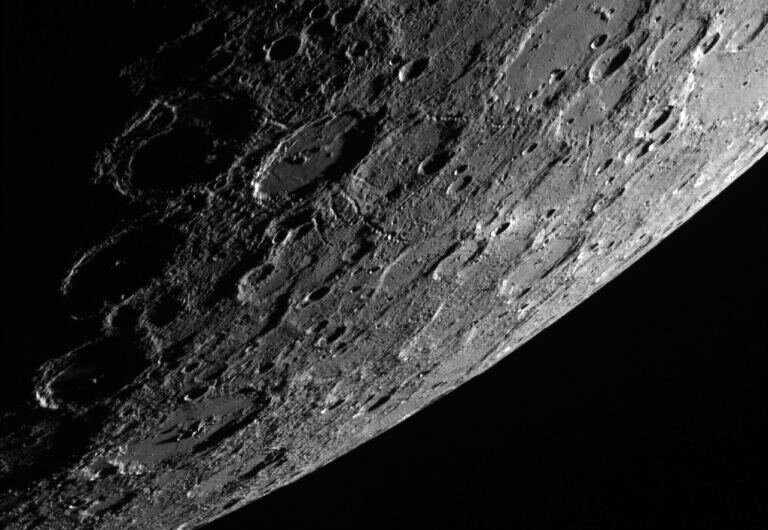 MESSENGER bir meteorun Merkür'e çarptığını gördü
