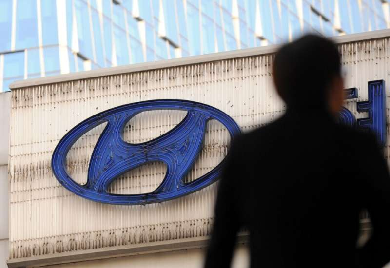 South Korean auto giant Hyundai and its affiliate Kia have denied they are in talks with Apple for a joint project to make auton