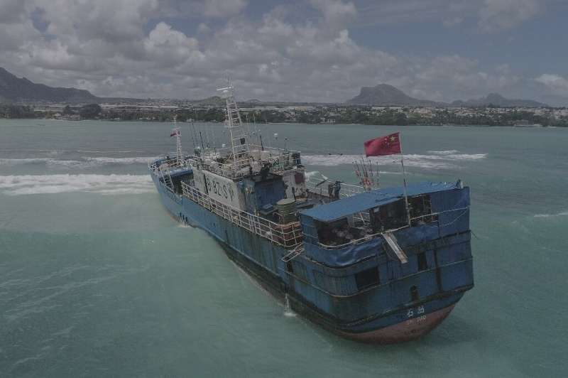 The Lurong Yuan Yu ran aground on a reef on the northwest of Mauritius