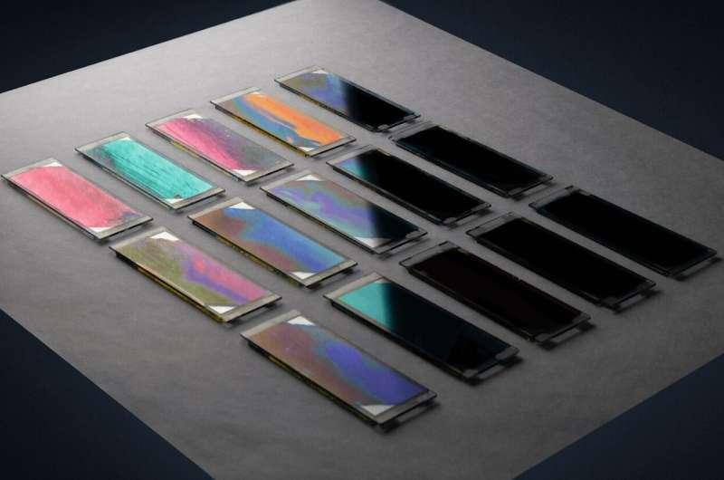 Pembelajaran mesin untuk memprediksi kinerja sel surya organik