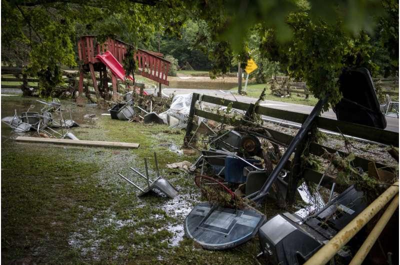 17 inches of rain devastate rural Tennessee; at least 10 die