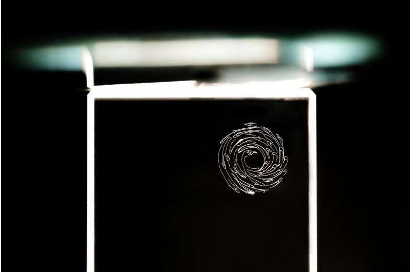 Laser dan virtual reality untuk merevolusi pengukiran kristal jam tangan