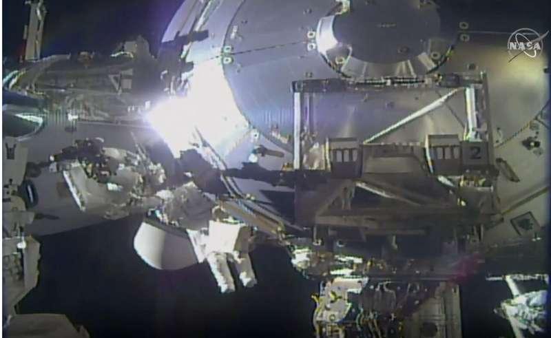 Spacewalking astronauts improve station's European lab