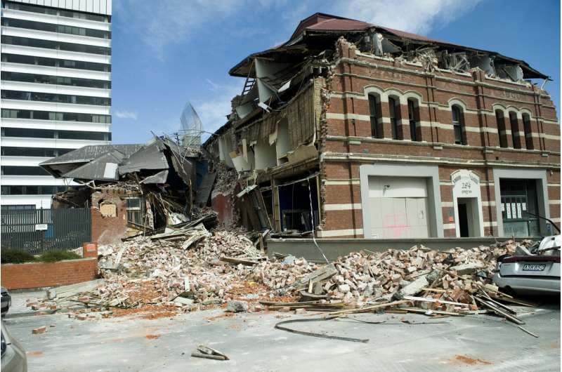 Study reveals the workings of nature's own earthquake blocker