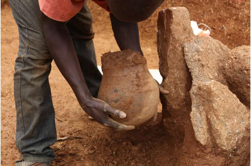 3500 year-old honeypot is the oldest direct evidence for honey collecting in Africa