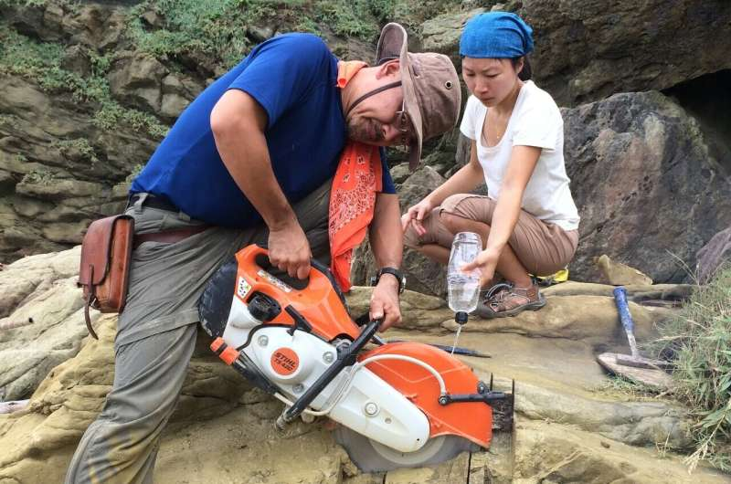 Fossil burrows point to ancient seafloor colonization by giant marine worms