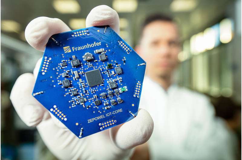 Economical wireless communication with more efficient intelligent sensors