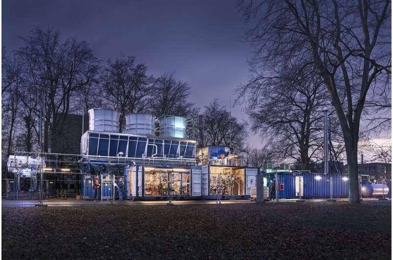 Sustainable electricity generation at low temperatures