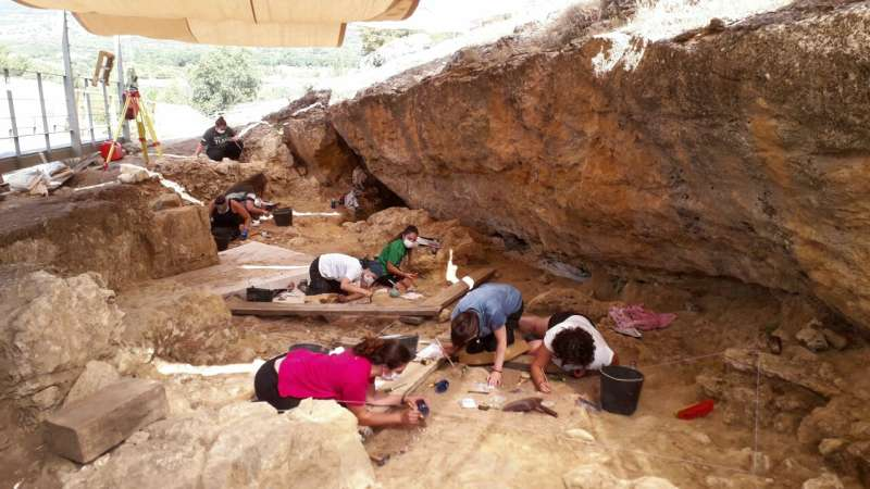 A Neanderthal hunting camp in the center of the Iberian Peninsula