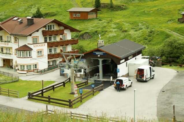 A tale of two Alpine towns: Study highlights how different tourism strategies influence resilience