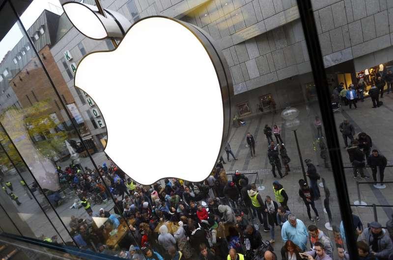 Apple urges security upgrade to iPhones, iPads