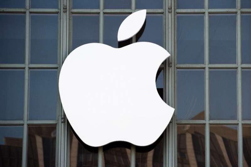 Aplikasi hanya diperbolehkan ke perangkat seluler Apple melalui App Store, yang mengharuskan mereka untuk mematuhi aturan privasi dan keamanan