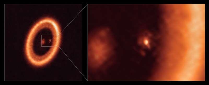 Astronomové u exoplanety poprvé zpozorovali zřetelný disk materiálu, ze kterého může vzniknout exoměsíc