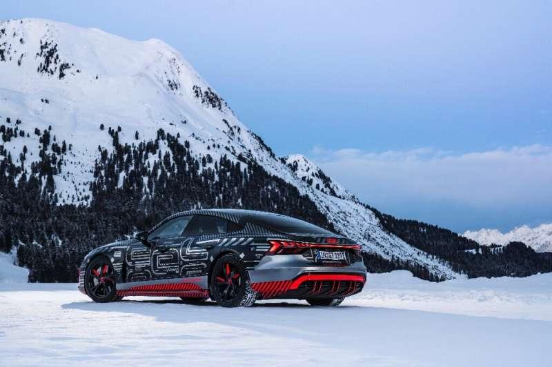 Audi memamerkan prototipe mobil sport listrik RS e-tron GT di Consumer Electronics Show, yang diadakan dalam format digital ya