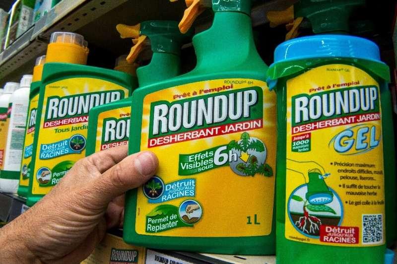 Bayer, que ahora es propietaria de Roundup, insiste en que el ingrediente principal, el glifosato, es seguro, pero la firma continúa enfrentando litigios.