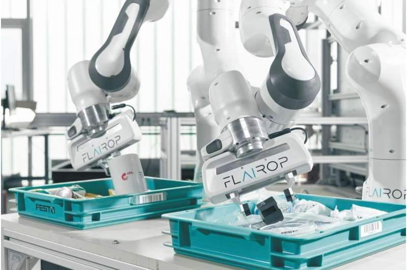 Better gripping with intelligent picking robots
