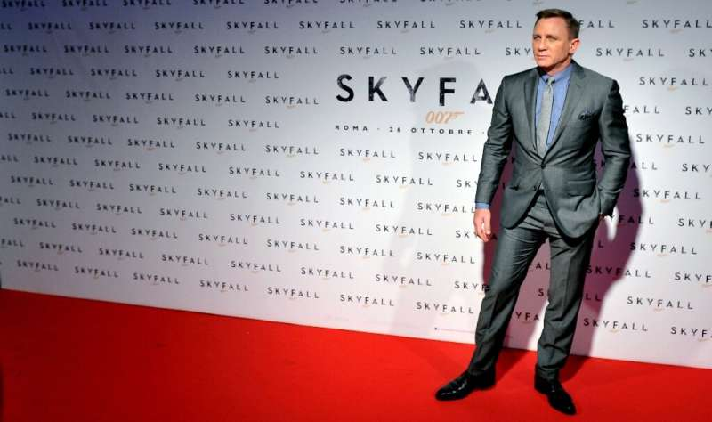 """British actor Daniel Craig poses during the photocall for the James Bond film """"Skyfall"""" on October 26, 2012 in Rome"""