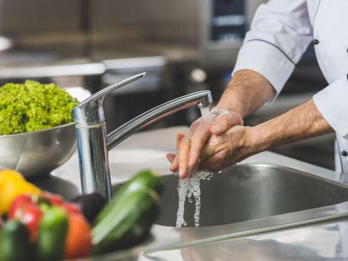 Chicken in the kitchen? Wash your hands!