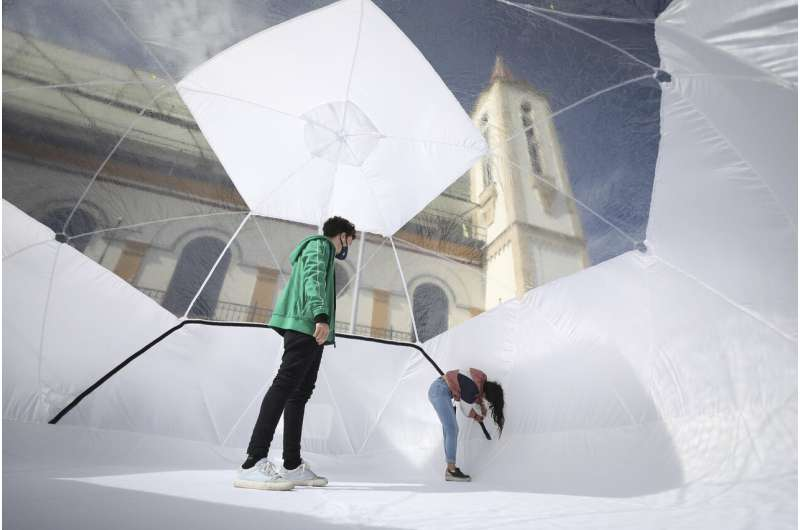 Colombia builds inflatable domes for coronavirus patients