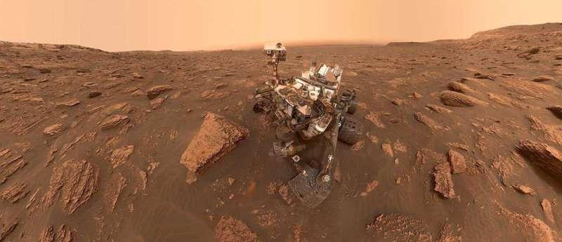 Curiosity rover finds spots of rock plates erased and reveals traces