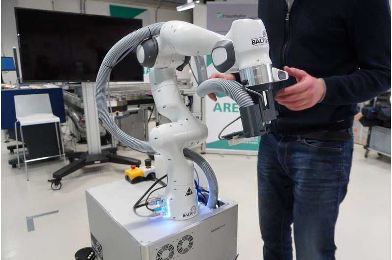 Disinfection robot: Value created by linking up to building data