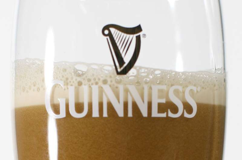 Do bubble cascades form only in a glass of Guinness beer?