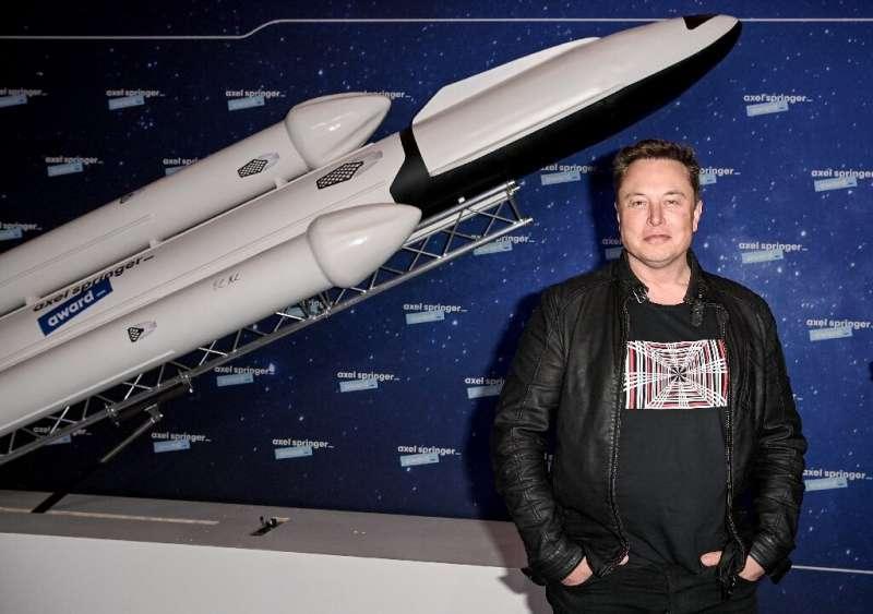 Elon Musk, pendiri SpaceX dan Tesla, meraup keuntungan besar pertamanya ketika PayPal dijual ke eBay pada 2002