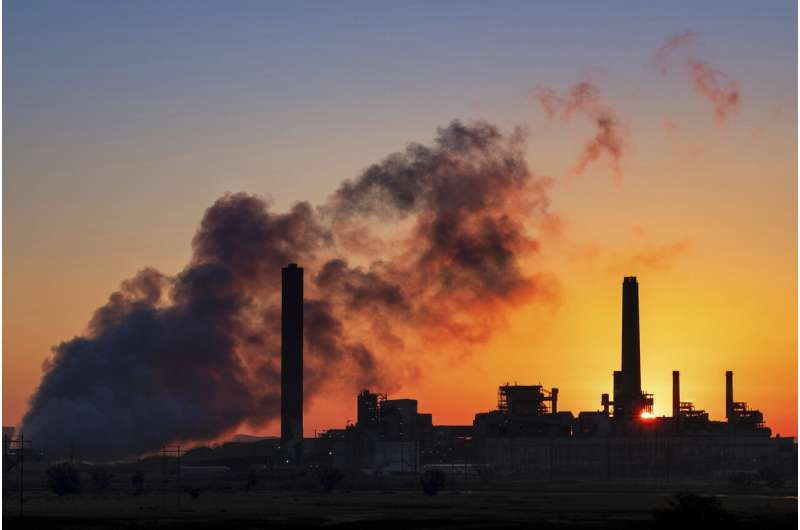 Energy agency: End new fossil fuel supply investments
