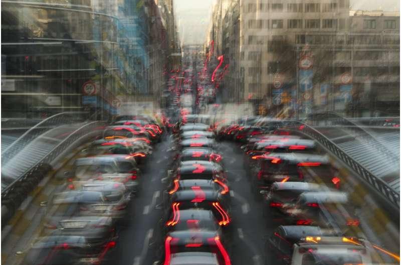 EU fines German car makers $1B over emission collusion