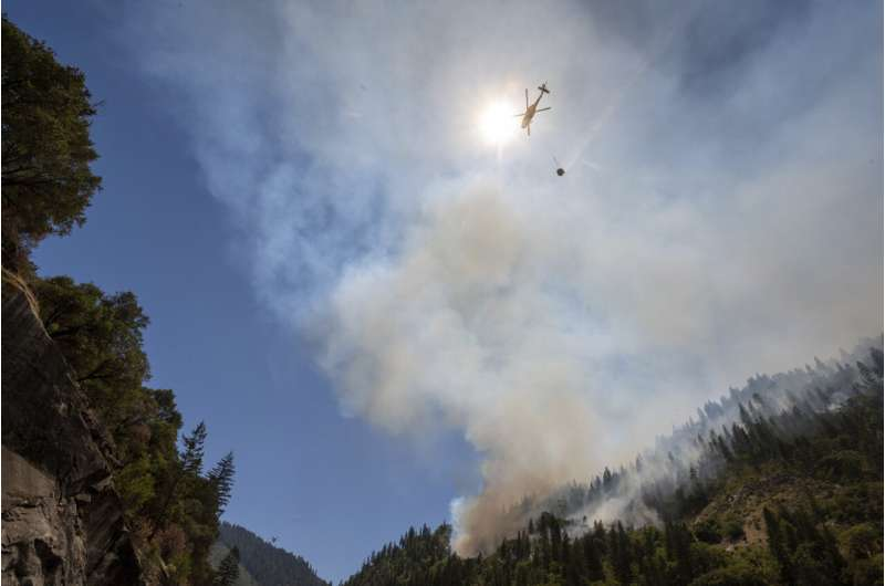 Evacuations expand in Oregon as fire spreads erratically