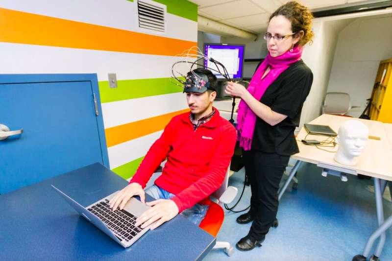 Meneliti bagaimana manusia mengembangkan kepercayaan terhadap agen virtual yang diwujudkan