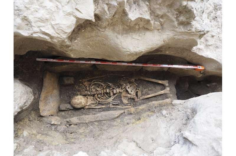 Excavation of a Hispano-Visigothic grave at Ojo Guareña
