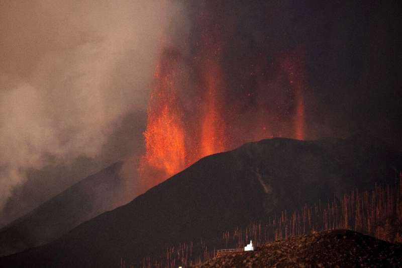 Experts say the entry of lava into the seawater will send clouds of toxic gas into the air