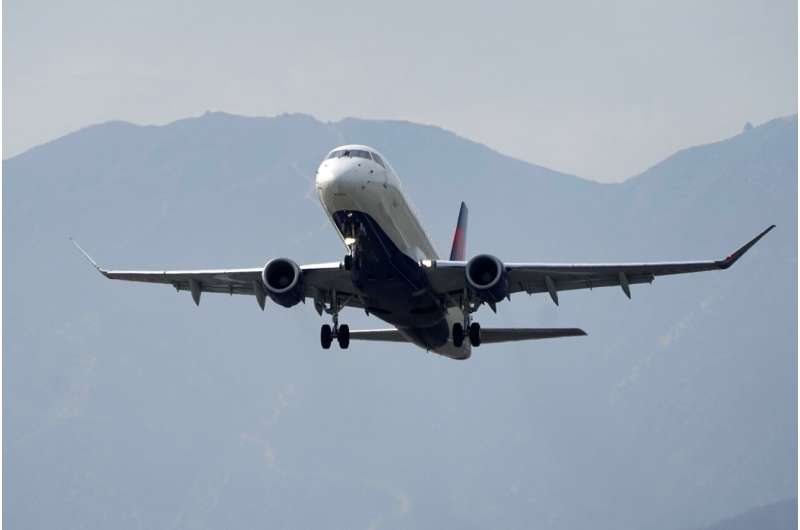 Feds aim to reduce lines of planes waiting to take off