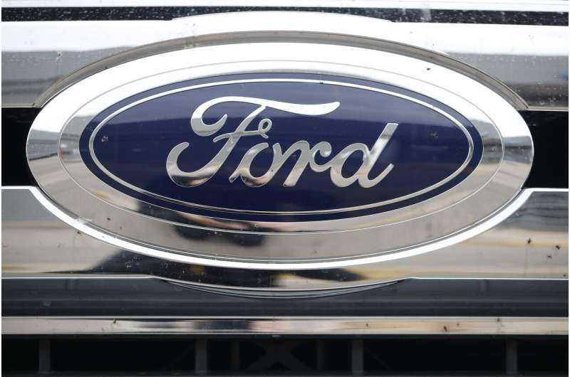 Ford takes 2 of 3 North American vehicle of the year awards