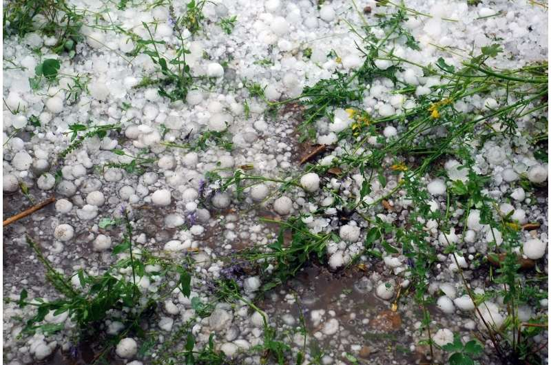 Geoscientists reveal icy crystal structures of hailstones