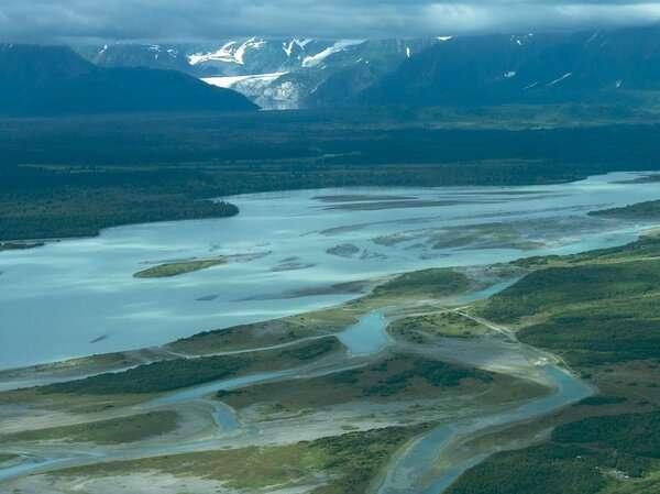 Glacier melt to redirect Alaska's Alsek River, endangering world-famous rafting route
