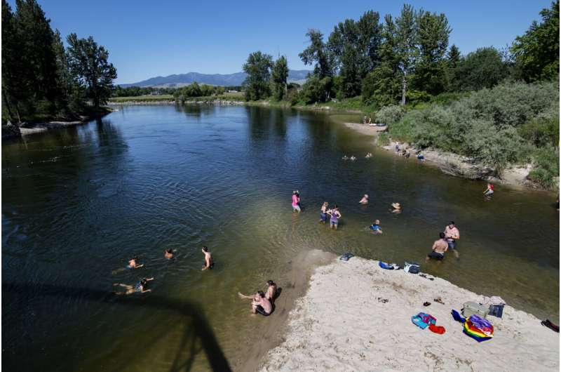 Heat wave hits Northwest, sending people to cooling centers