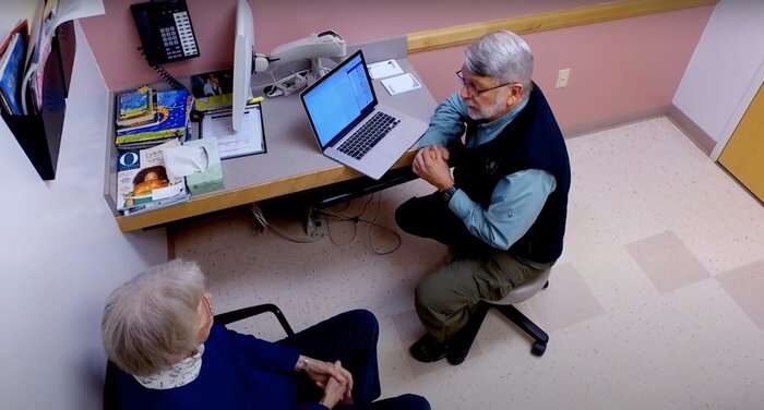How do older patients with chronic conditions view reading their clinicians' notes?