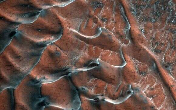 How much carbon dioxide snow falls every winter on Mars?