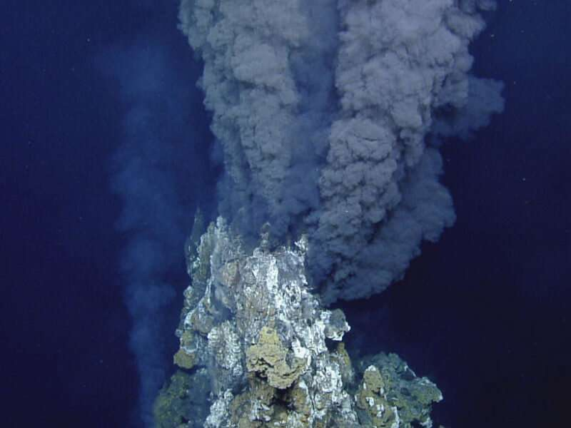 Hydrothermal vents may add ancient carbon to ocean waters