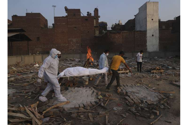 India virus death toll tops 400,000; experts say it's higher