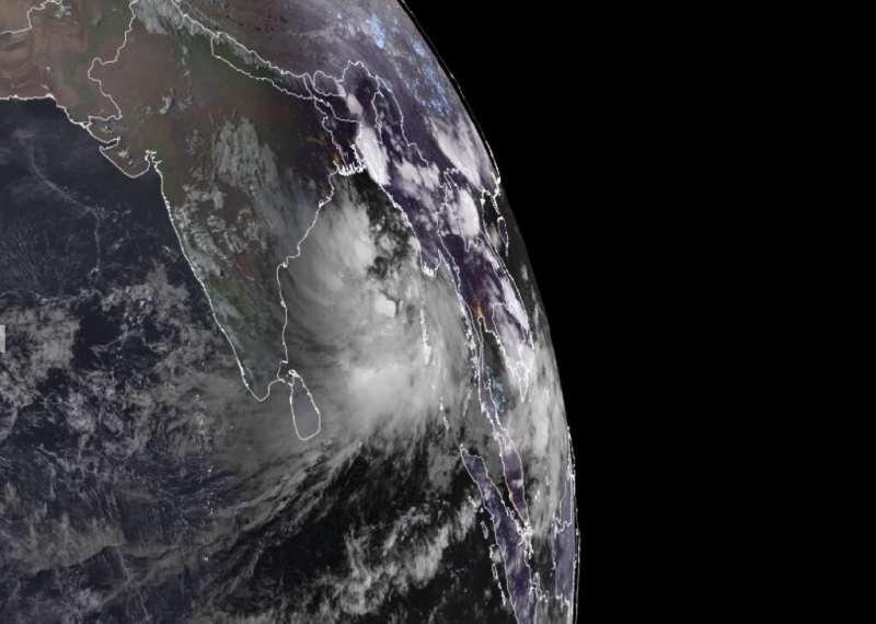 Indian authorities have ordered the evacuation of nearly half a million people as a new cyclone heads towards the country's east